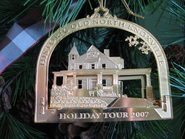 hometour_ornament_2007_gold