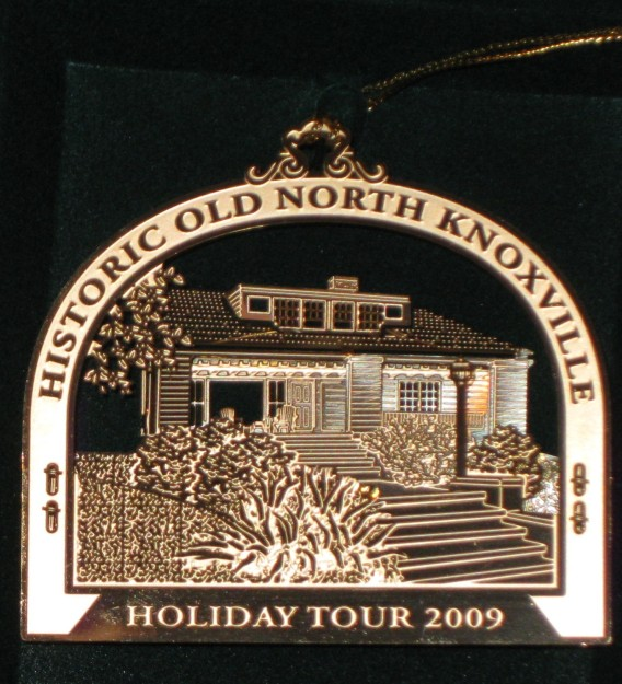 hometour_ornament_2009_gold